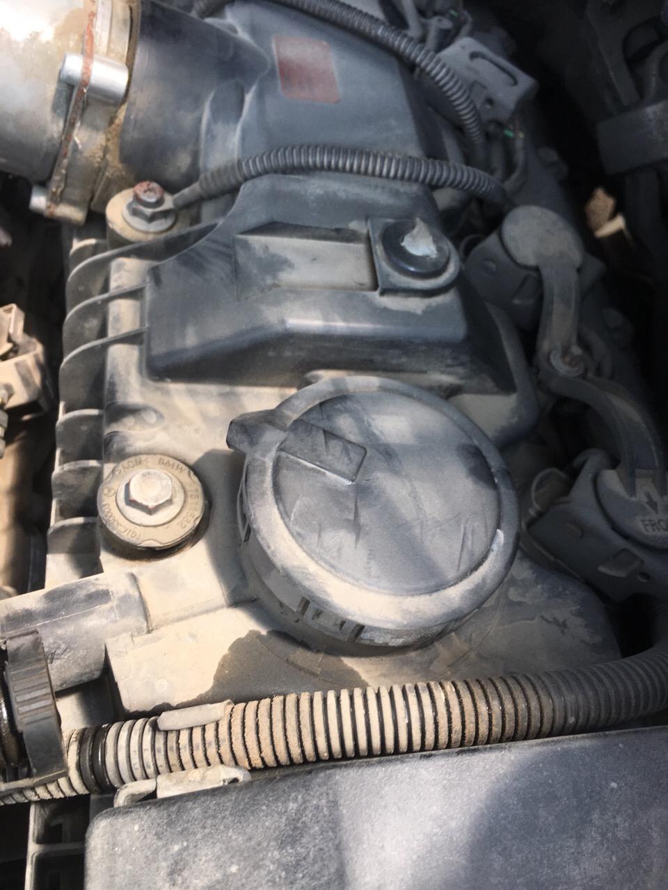 宝马x5,e53,4.8is,06款,曲轴箱通风阀的位置在什么地方,怎么拆换?图片