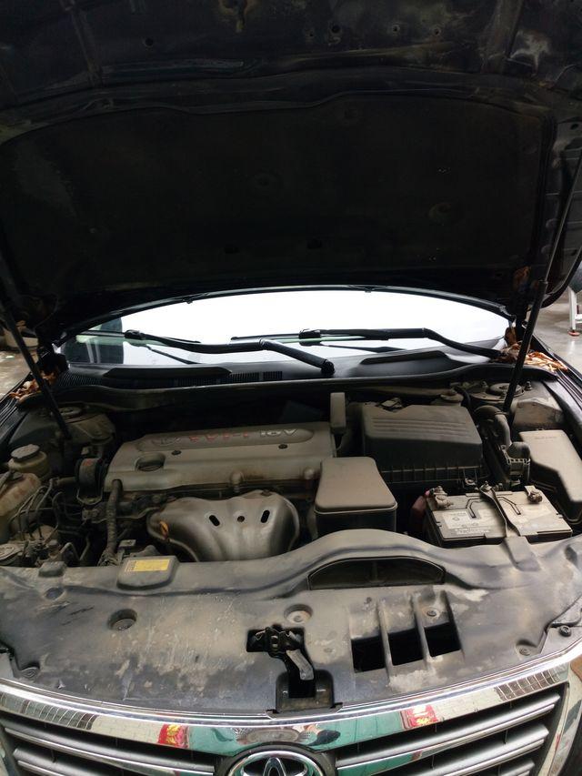 凯美瑞的发动机舱盖子怎么打开呢?车里的开关扣了一下,但是没有打开