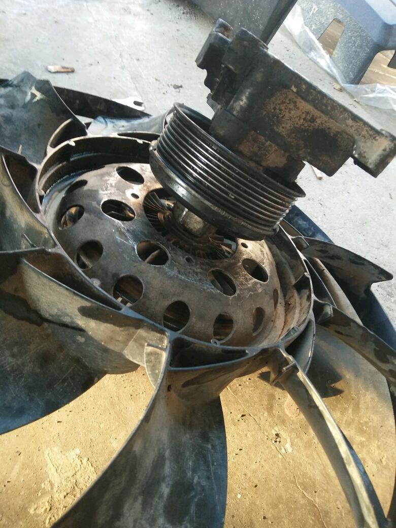 路虎4.4v8发动机,发电机皮带怎么换,风扇怎么取