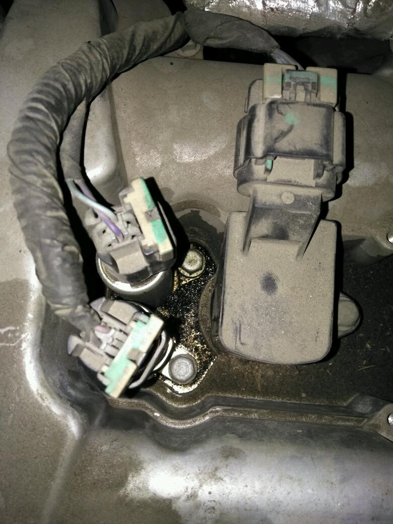 别克11年君威凸轮轴进气电磁阀在哪?