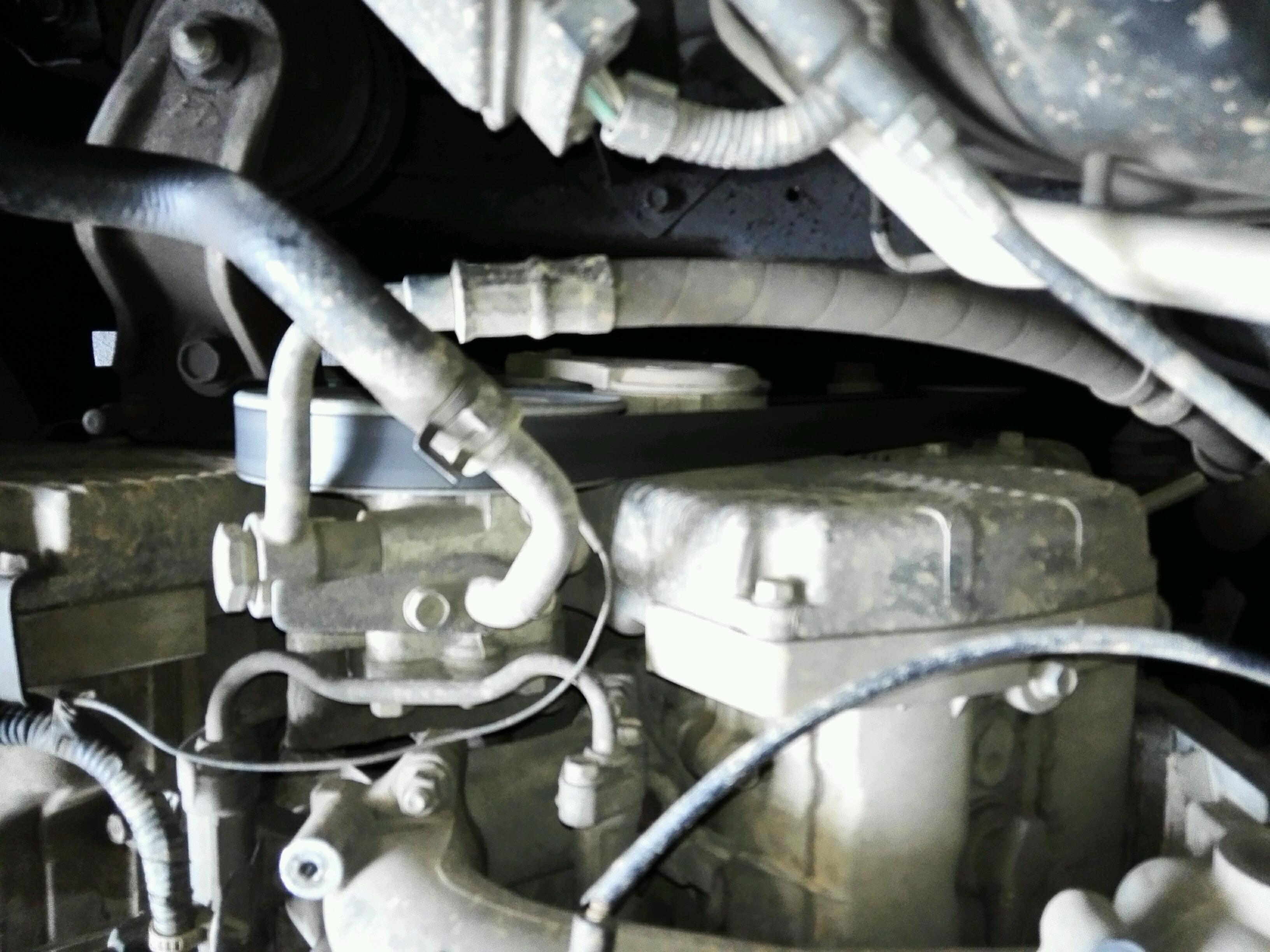 华泰圣达菲柴油版2,0排量发电机皮带安装图