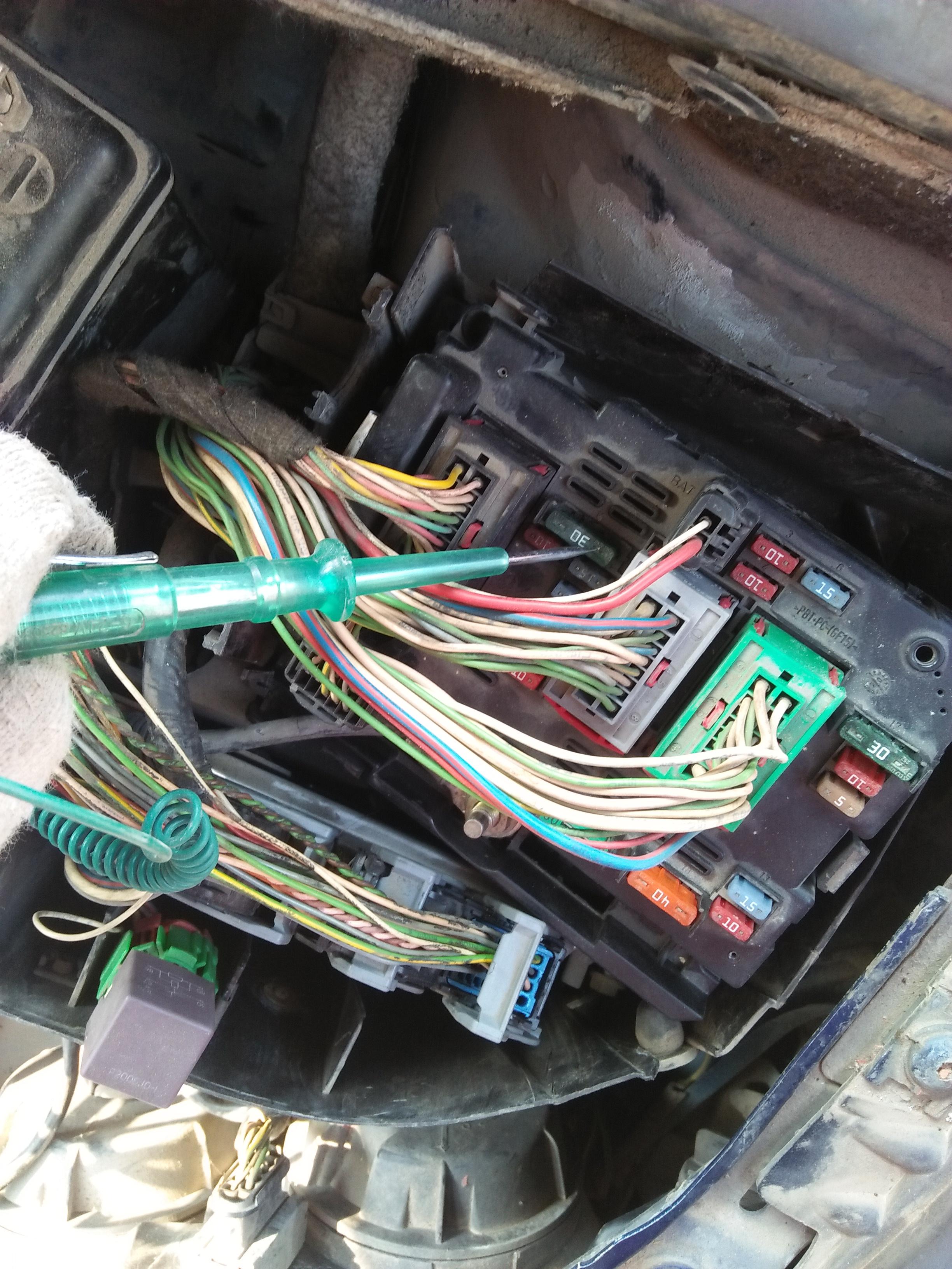 05款标志307bsm上面的15号保险丝(氧传感器,废气再循环阀,点火线圈,喷