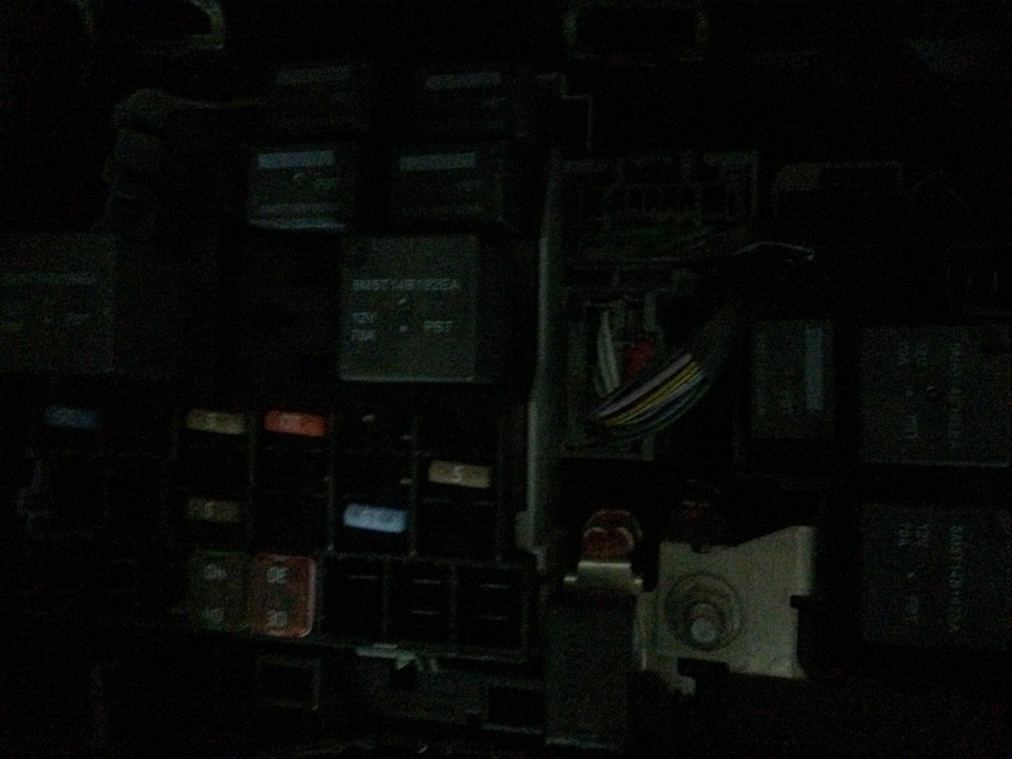 致胜08款.发动机舱里面的保险丝盒里面的继电器都是什么.哪几种.