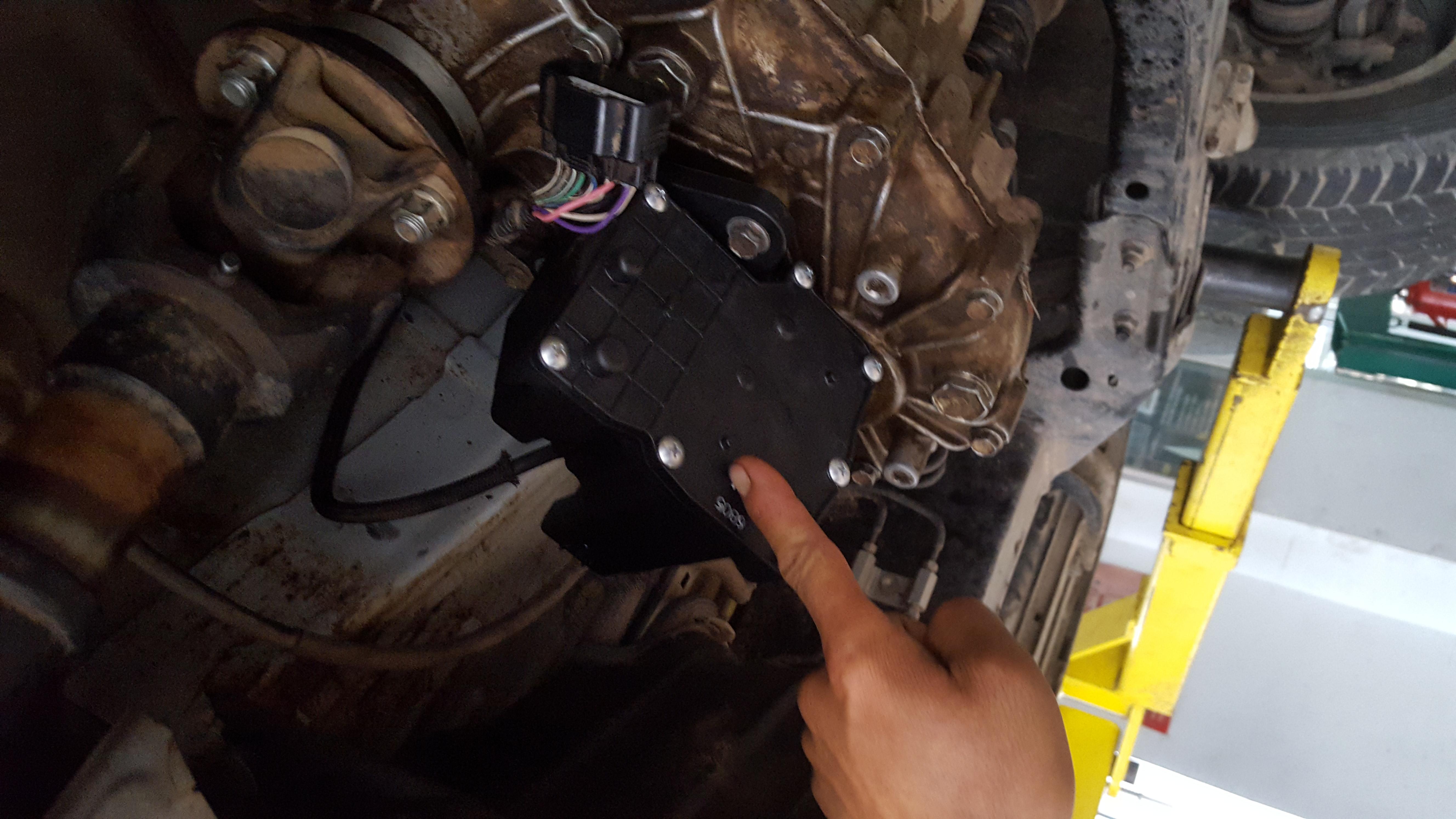 一二款丰田霸道中东版2700,分动箱控制电机坏了,里面都是油,换了个原