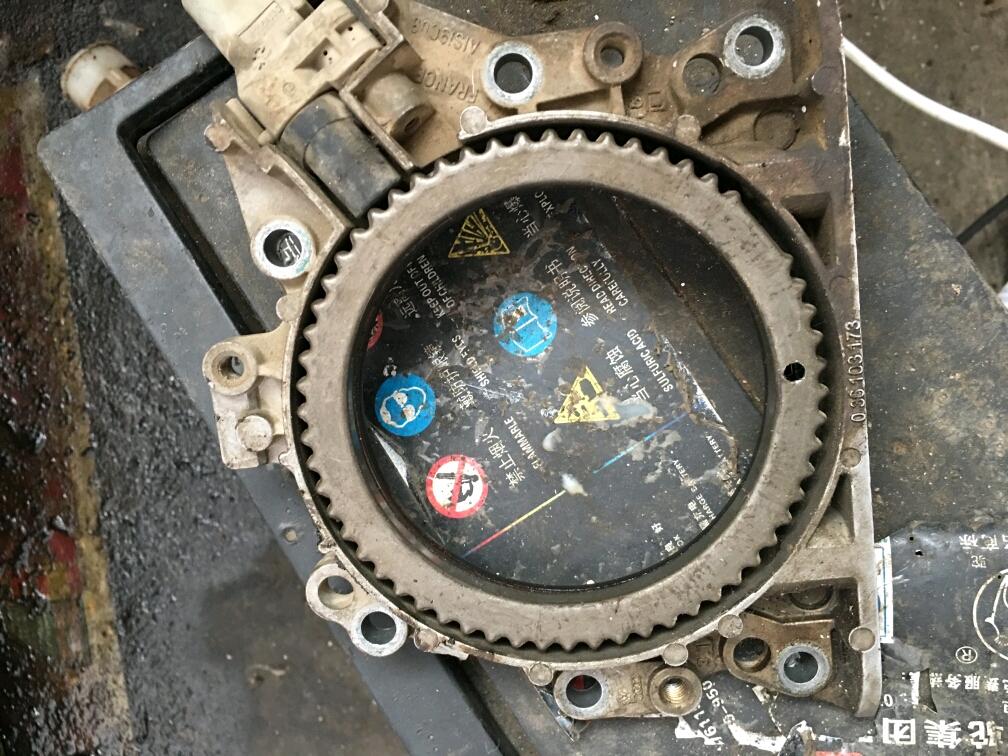 请问1.6朗逸cfn发动机后曲轴信号轮怎么安装?