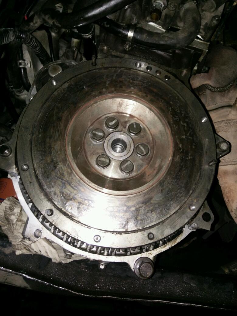 瑞虎481发动机飞轮信号盘安装,现在不着车,忘了飞轮拆下来怎么装的了