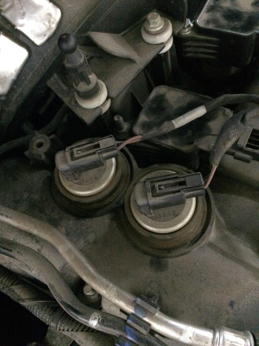 蒙迪欧致胜2.0t 凸轮轴进排电磁阀怎么换 要拆气门室盖吗?